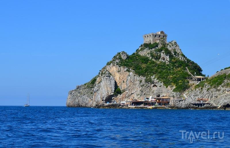 Башня в Конка-дей-Марини на Амальфитанском побережье, Италия / Фото из Италии