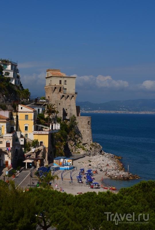 Башня в городке Четара на Амальфитанском побережье, Италия / Фото из Италии