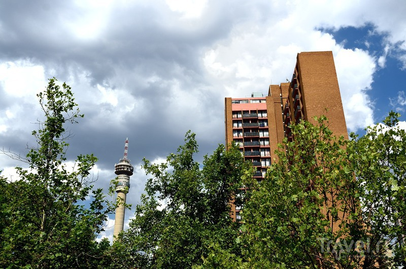 Район Constitution Hill и телебашня Hillbrow в Йоханнесбурге, ЮАР / Фото из ЮАР