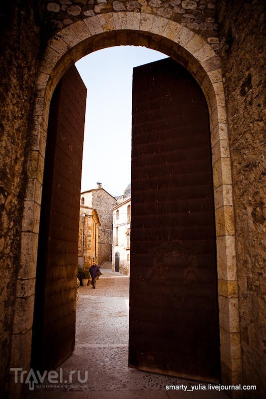 В городе Бесалу, Испания / Фото из Испании