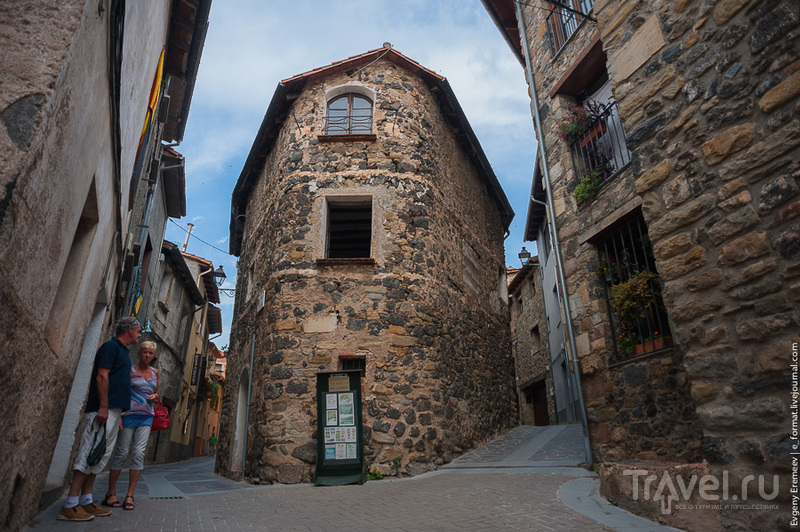 В городе Кастельфульит-де-ла-Рока, Испания / Фото из Испании
