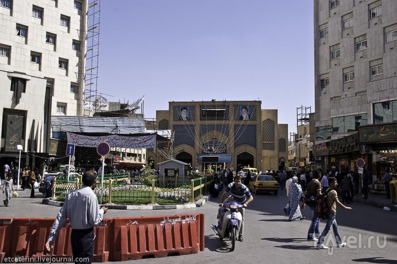Площадь Бейт-ол-Мокаддас в Мешхеде, Иран / Фото из Ирана