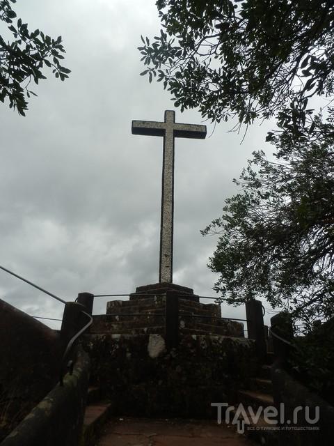 Крест на смотровой площадке Cruz Alta / Португалия