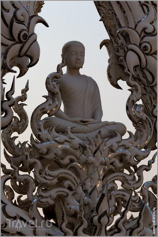 Над всем этим беспристрастно медитирует Лорд Будда / Фото из Таиланда
