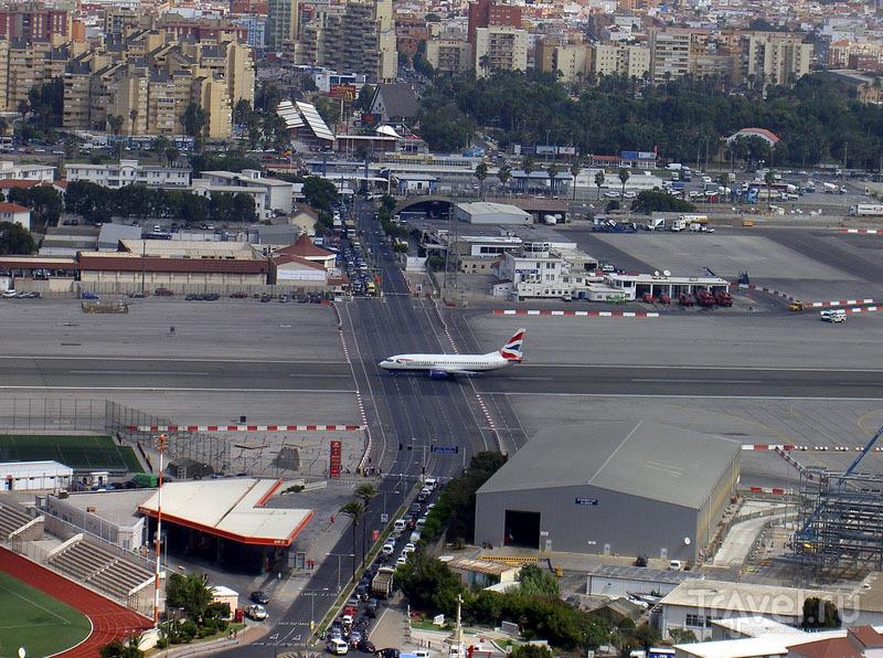 Автомобили ждут / Гибралтар (Брит.)