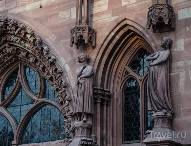 Скульптуры на фасаде / Фото из Швейцарии