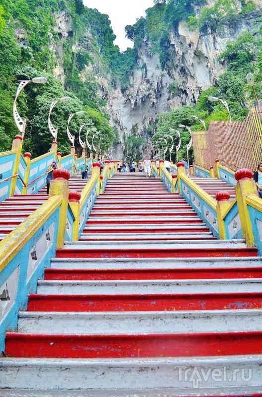 Фантастические пещеры Бату и индуистские храмы в Малайзии / Фото из Малайзии