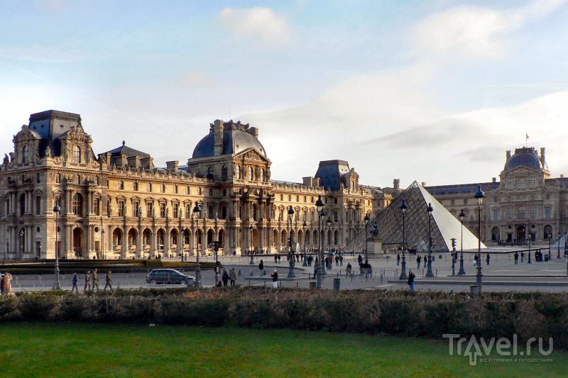 Утренний Лувр от площади Карузель