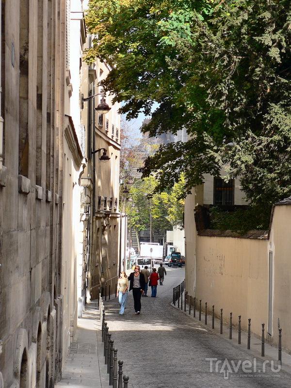 Улица Феру, в направлении Сен-Сюльпис. В одном из здешних двориков живет Атос
