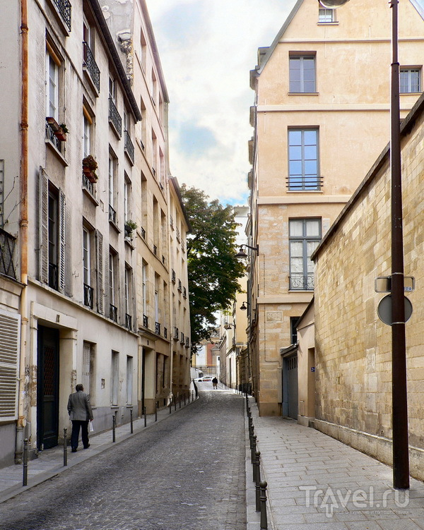 Улица Феру, вид в сторону Люксембурга