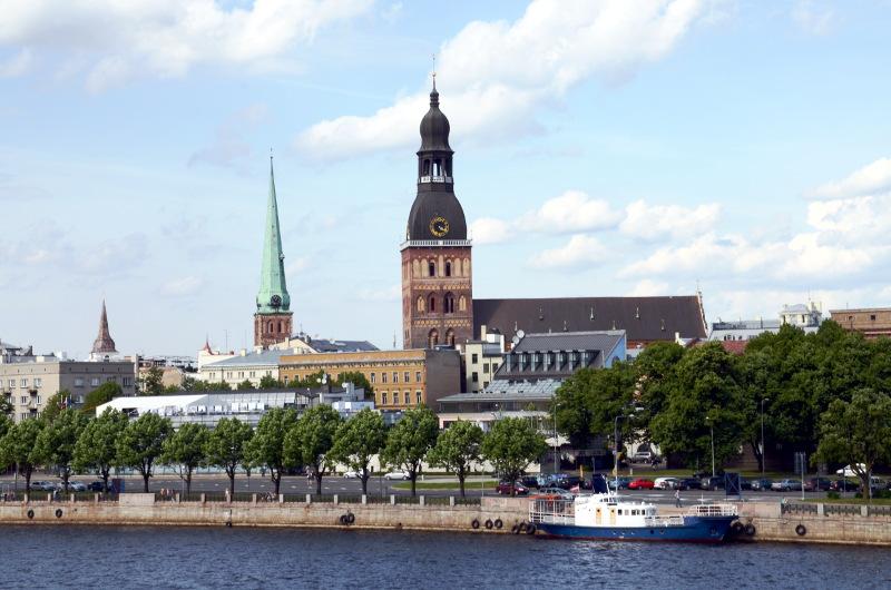 Вид на Домский собор с набережной