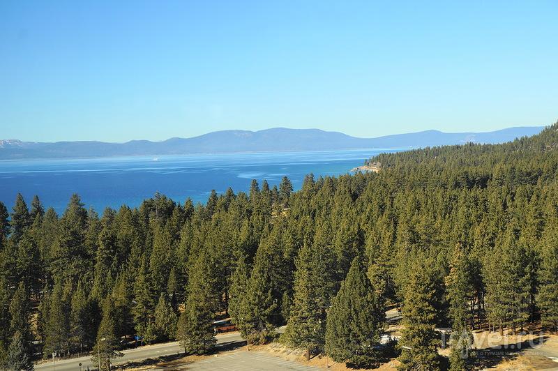 Озеро Тахо зимой / США