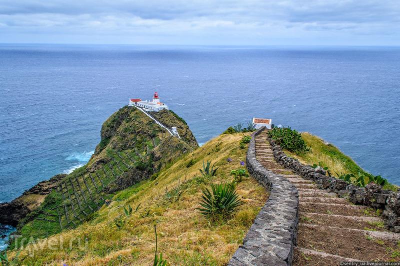 Маяк Гонсало Вельо (Gonçalo Velho) на острове Санта-Мария, Португалия / Фото из Португалии