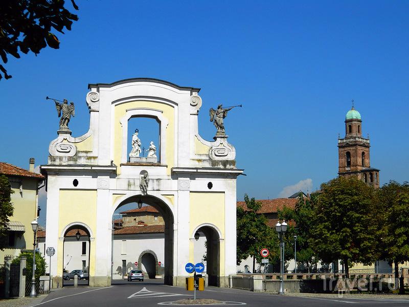 Караваджо - город имени художника / Италия