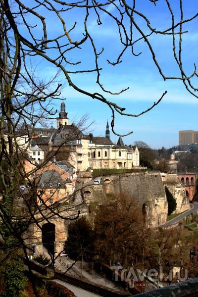 Велика Россия, а отступать некуда - позади Люксембург / Люксембург