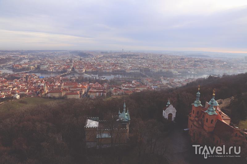 Вид на Прагу с башни Петршин / Чехия
