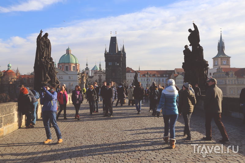 Туристы на Карловом Мосту в Праге, Чехия / Чехия