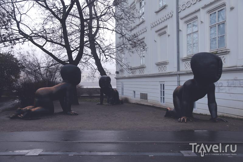 Фигуры детей у Кампы в Праге, Чехия / Чехия