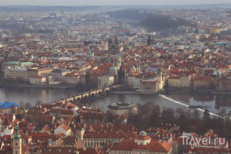 Вид на Прагу с холма Петршин / Чехия