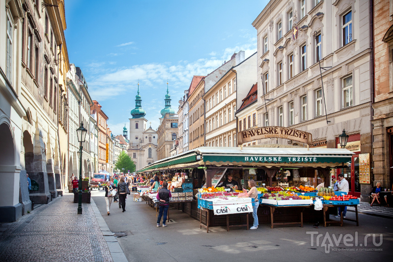 Гавельский рынок работает круглый год: здесь можно купить фрукты, сладости и сувениры