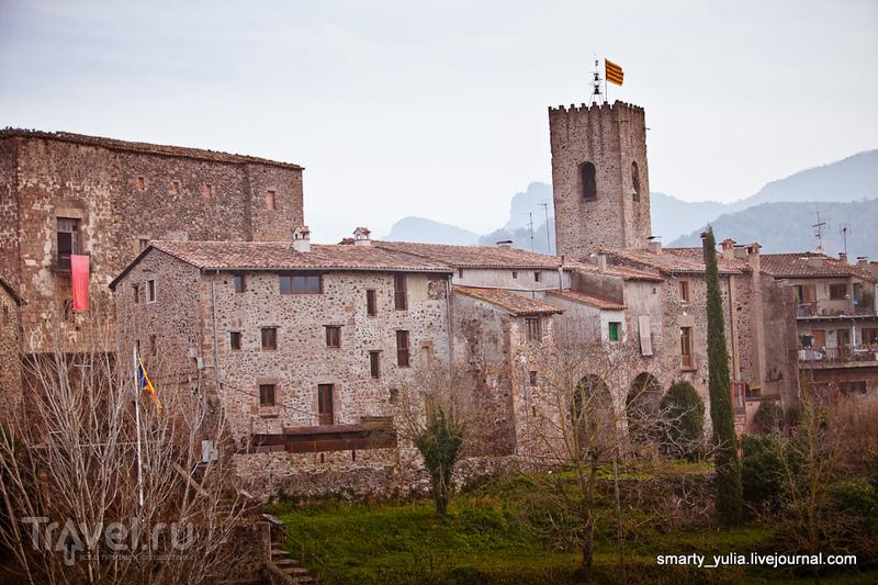 Санта Пау (Santa Pau) - колоритная средневековая деревушка Испании / Испания