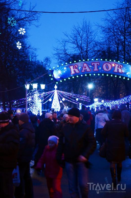 Вечером в парке Липки работал не только каток, но и ярмарка с местными продуктами, пользовавшаяся большой популярностью / Фото из России