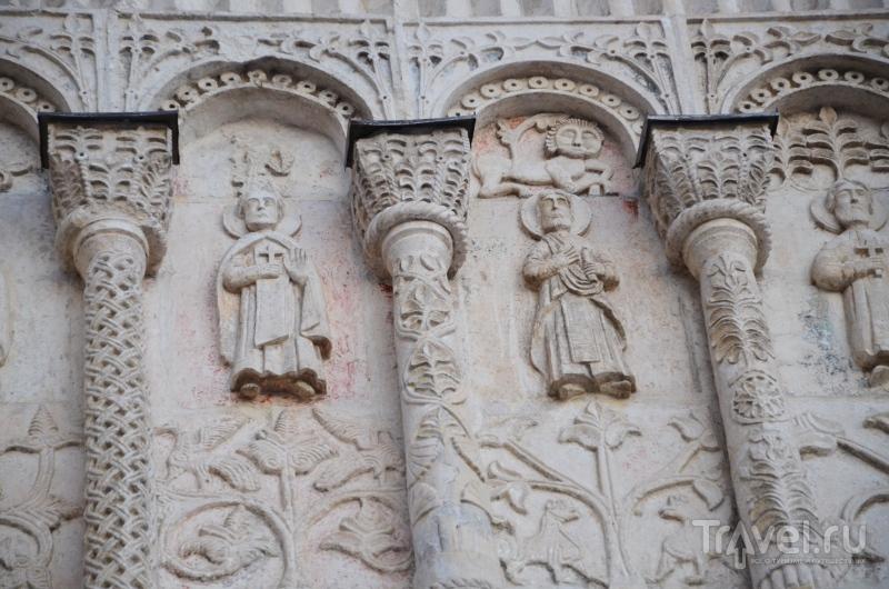 Ученые не поленились и посчитали: стены древнего храма украшает около 600 скульптурных изображений / Фото из России