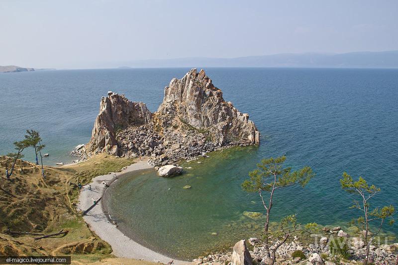 Скала Шаманка на острове Ольхон, Россия / Фото из России
