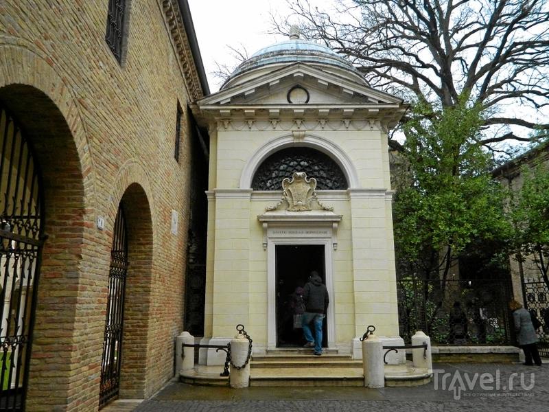 Могила Данте в Равенне, Италия / Фото из Италии