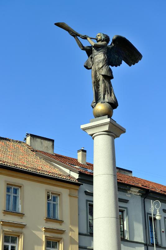 Ангел Ужуписа - самый известный памятник республики художников