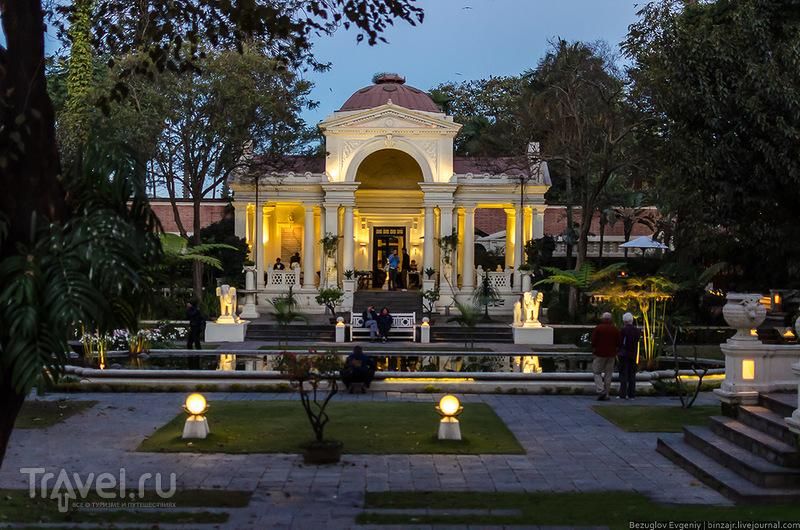 В парке Garden of Dreams в Катманду, Непал / Фото из Непала