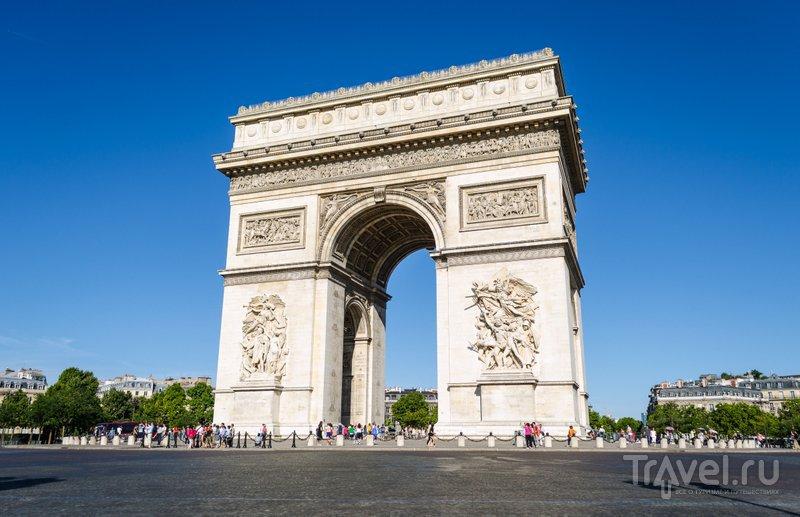 Высота арки - около 50 метров, ширина - чуть менее 45 метров