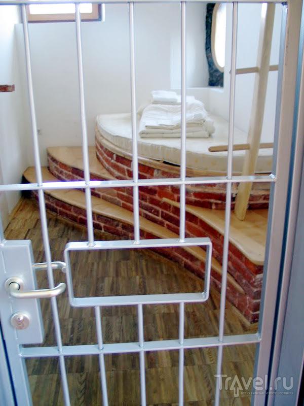 В хостеле есть не только камеры с решетками, но и стандартные комнаты / Словения