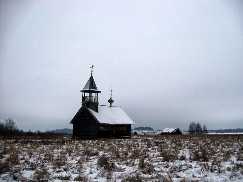 Часовня в нежилой деревне Немята / Россия