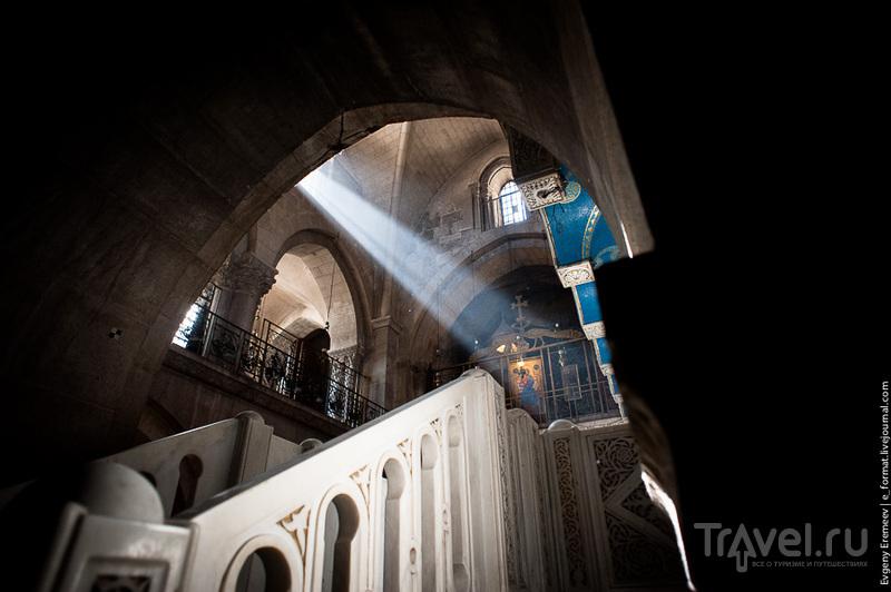 Дневной свет внутри Храма Гроба Господня / Фото из Израиля