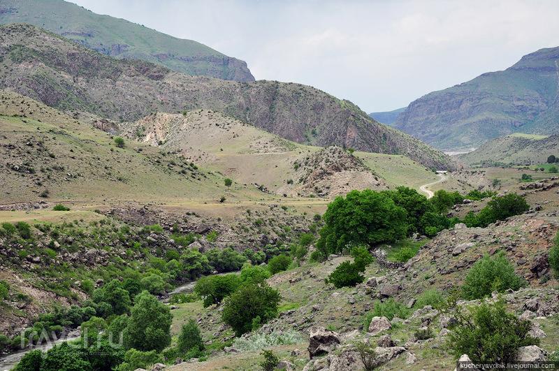 Дорога в Вардзию, крепость Хертвиси, ущелье Мтквари, Грузия / Грузия