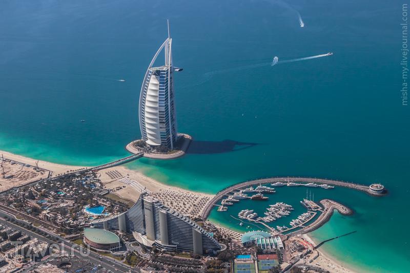 Гостиница Бурдж-аль-Араб (Burj Al Arab) в Дубае, ОАЭ / Фото из ОАЭ