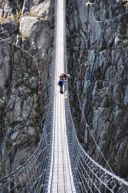 Длина висячего моста Трифт - 170 метров / Швейцария