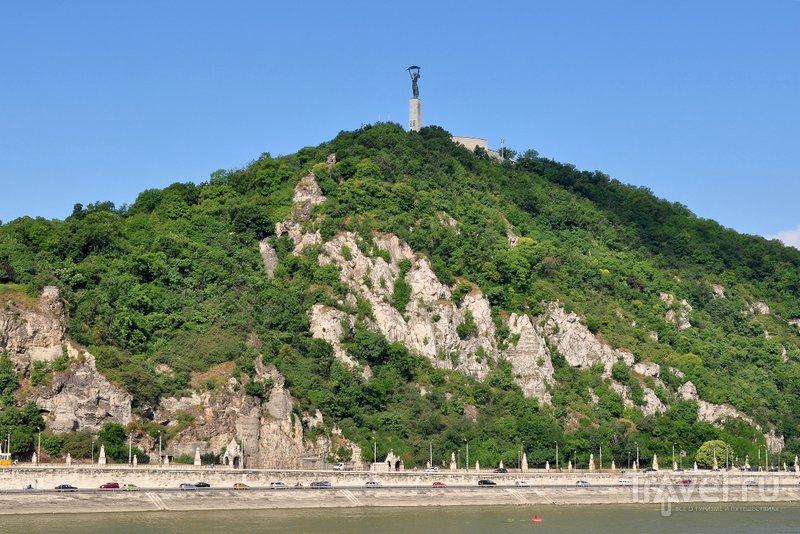 Вид на 235-метровую гору Геллерт и монумент Свободы