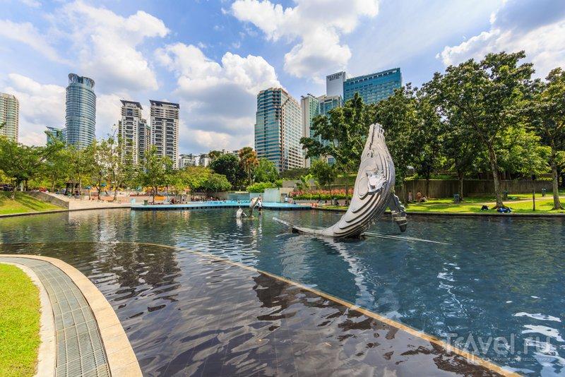Парк украшают многочисленные скульптуры и фонтаны