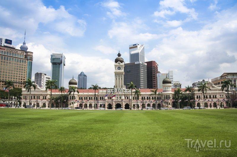 Вид на здание султана Абдул-Самада в Куала-Лумпур и небоскребы