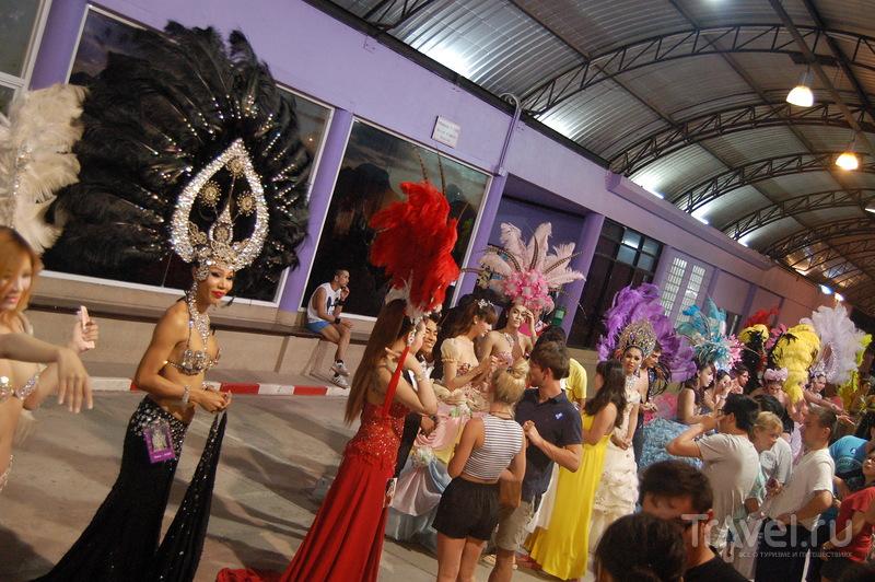 Шоу слонов и шоу трансвеститов. Пхукет, Таиланд / Таиланд