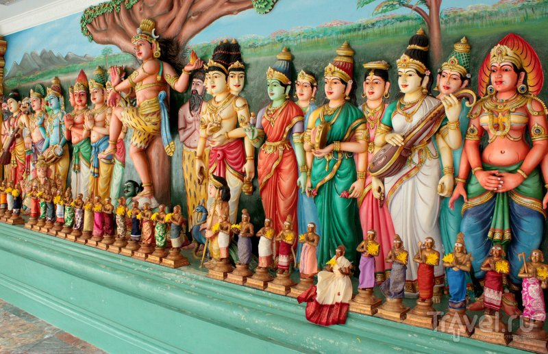 Внутреннее убранство храма Шри Махамариамман