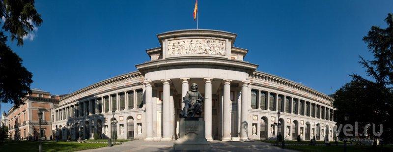 Перед музеем Прадо в Мадриде установлен памятник Веласкесу