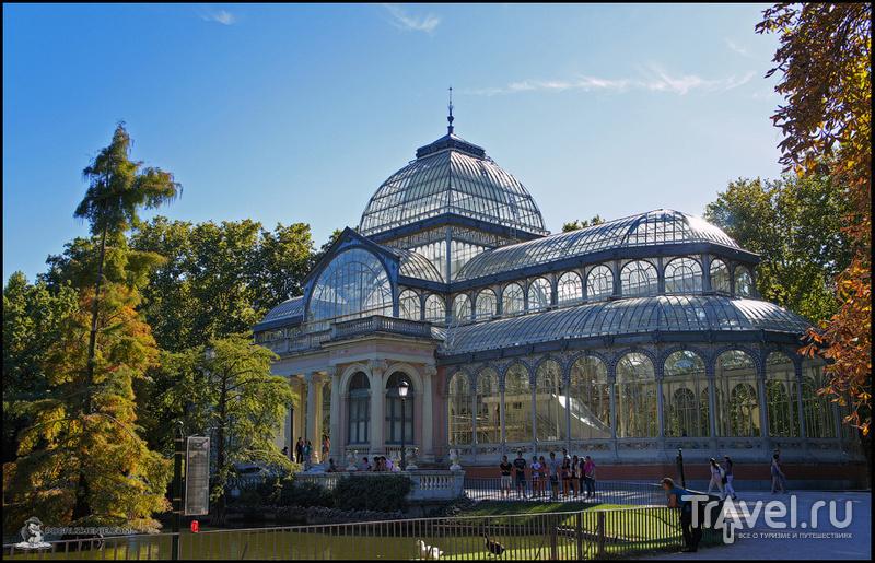 Знаменитый Хрустальный павильон в парке Ретиро
