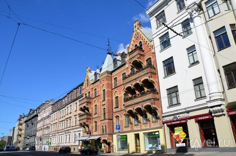 Улица Pulkveža Brieža рядом с кварталом югендстиля в Риге