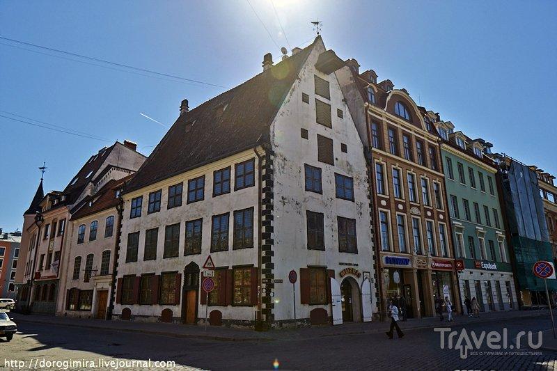 В Риге много таких же зданий, как дом Менцендорфа, но не в каждый из них турист может попасть
