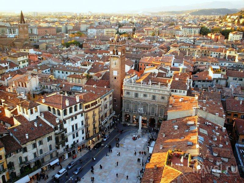 Панорама площади Эрбе в Вероне