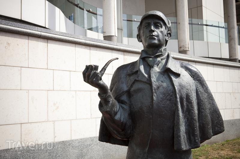 Памятник Щерлок Холмсу. Москва, Россия / Фото из Великобритании