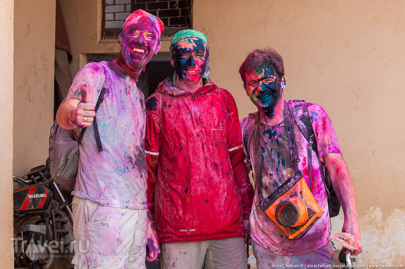 Люди в красках. Праздник Холи, Индия / Фото из Индии
